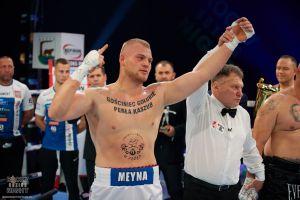Kacper Meyna rozbił Zoltana Csalę na gali Kaszubski Gryf Pomorski Rocky Boxing Night w Wielkim Klinczu