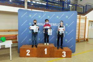 Jakub Sieniek z Ormuzda Kartuzy na podium turnieju szachowego w Szemudzie