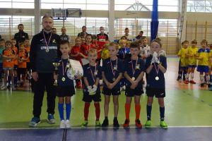 Gospodarze z Amatora wygrali Turniej Piłki Nożnej Halowej Kiełpino Cup rocznika 2012