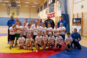 Młodzi zapaśnicy z klubu KS Kamienica gościli mistrza Andrzeja Wrońskiego