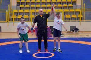 Zapaśnicy klubu KS Kamienica Królewska zadebiutowali w turnieju z okazji mikołajek
