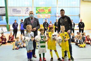 pilkarz-lechii-i-burmistrz-udekorowali-uczestnikow-turnieju-granit-cup
