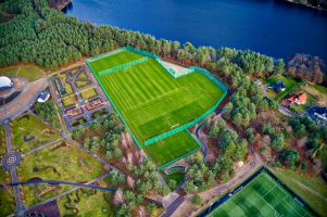 Nowe boiska piłkarskie i rozbudowa stadionu w Stężycy gotowe. Teraz czas na nowe hale