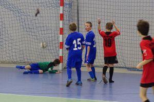 Zwycięstwa czołowych drużyn w Halowej Lidze Juniorów w Kiełpinie