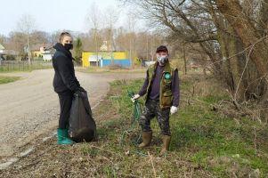 Żukowscy wędkarze sprzątali brzegi Raduni z okazji Światowego Dnia Ziemi