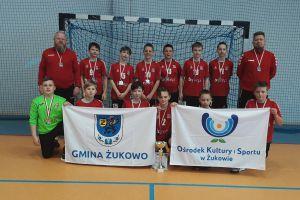 Srebrny medal chłopców rocznika 2009 GKS-u Żukowo w wojewódzkiej lidze piłki ręcznej
