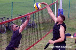 Siatkarze i siatkarki zagrali w turnieju plażówki w Żukowie
