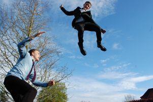 Skakanie na trampolinie wspomaga kondycję