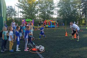 Dzień Sportu na Orliku w Sierakowicach. Aktywnie bawili się dzieci i dorośli