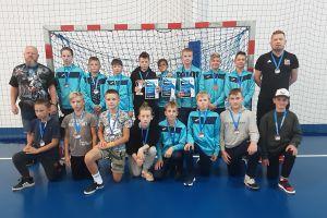 Szczypiorniści z Żukowa na podium silnie obsadzonego turnieju w Płocku