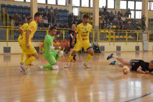 We-Met Futsal Club  - TAF Toruń. Efektowna inauguracja sezonu w Sierakowicach