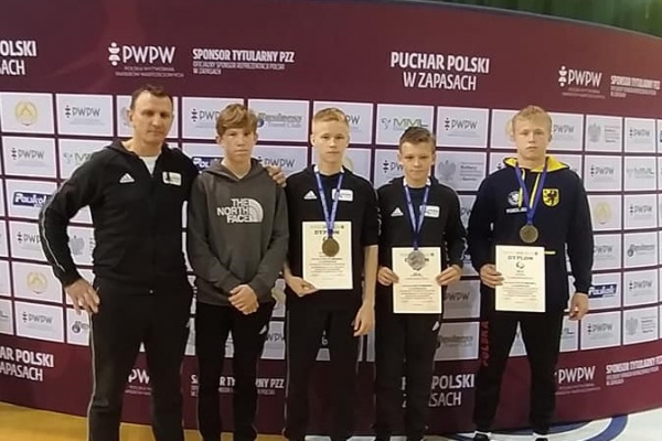 zapasnicy-moreny-i-cartusii-z-medalami-pucharu-polski-kadetow