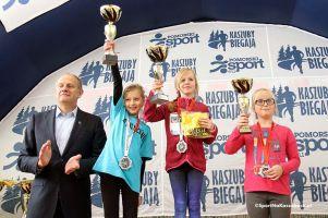 IV Bieg Przyjaźni - Kaszuby Biegają 2016. Zdjęcia z dekoracji dzieci i młodzieży oraz biegu otwartego na 1200 m