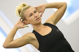 Fitness i joga, czyli zajęcia dla kobiet w Kaszubskim Centrum Sportów Walki w Kartuzach. Zadbaj jesienią o sylwetkę, formę i samopoczucie