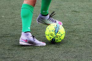 Weekend na piłkarskich boiskach: mecze w Kartuzach, Kamienicy, Sierakowicach…